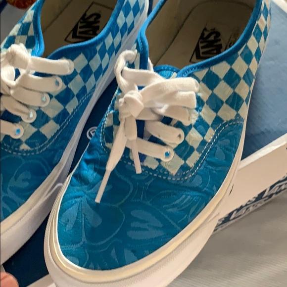7d09c54500 Vans vault jungle jacquard blue. M 5ca92e1a16105db551c44c14